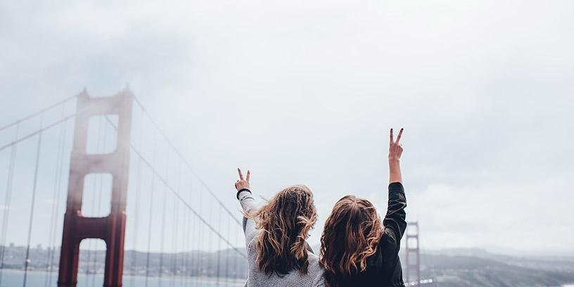 metoder-na-resultat-motivera-peace-segertecken-bro-kvinnor-2