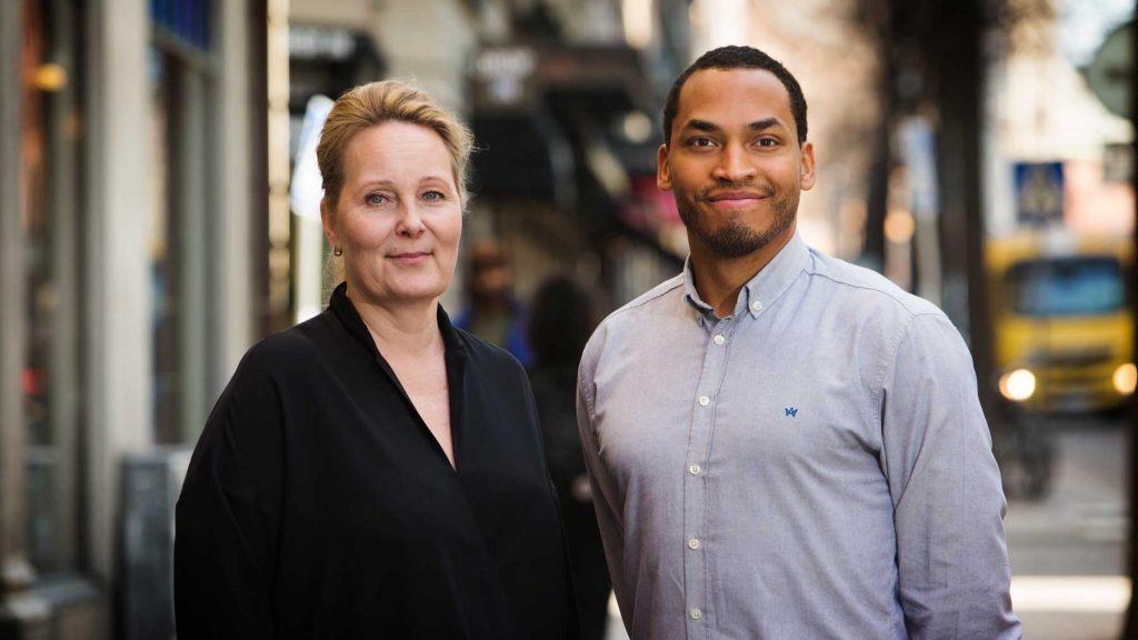 Janet Eriksson och Gabriel Tybäck hos Ledarnas arbetslöshetskassa. Foto: Martina Huber