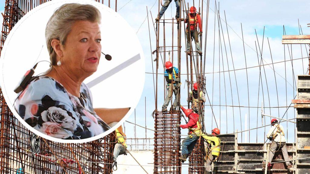Arbetsmarknadsminister Ylva Johansson om dödsfall på arbetet.
