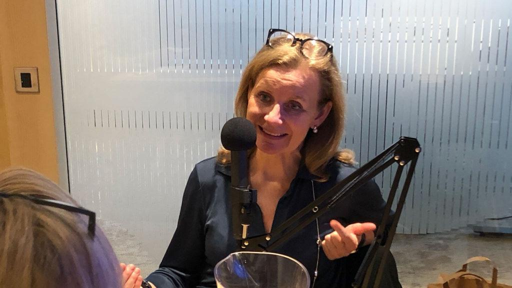 Hélène Barnekow, vd Microsoft Sverige, intervjuas för podcasten Chef Dilemma av Cissi Elwin.