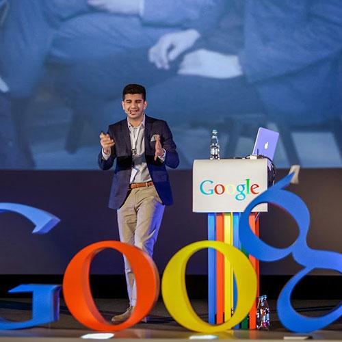 Arash Gilan pratar hos Google