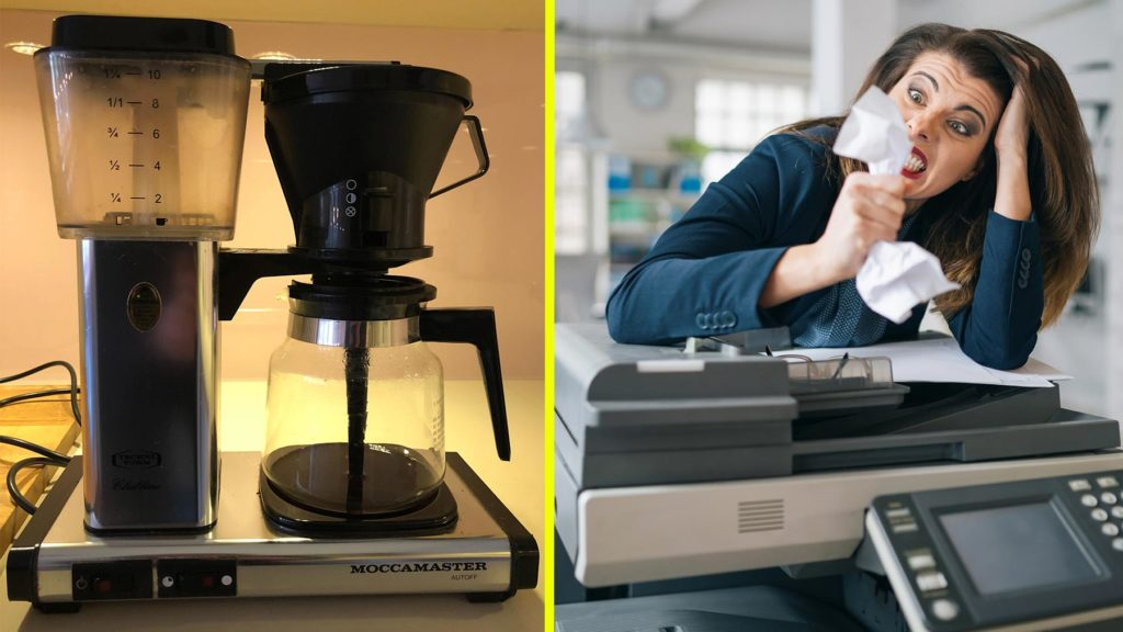 Kaffebryggare och arg person vid skrivare