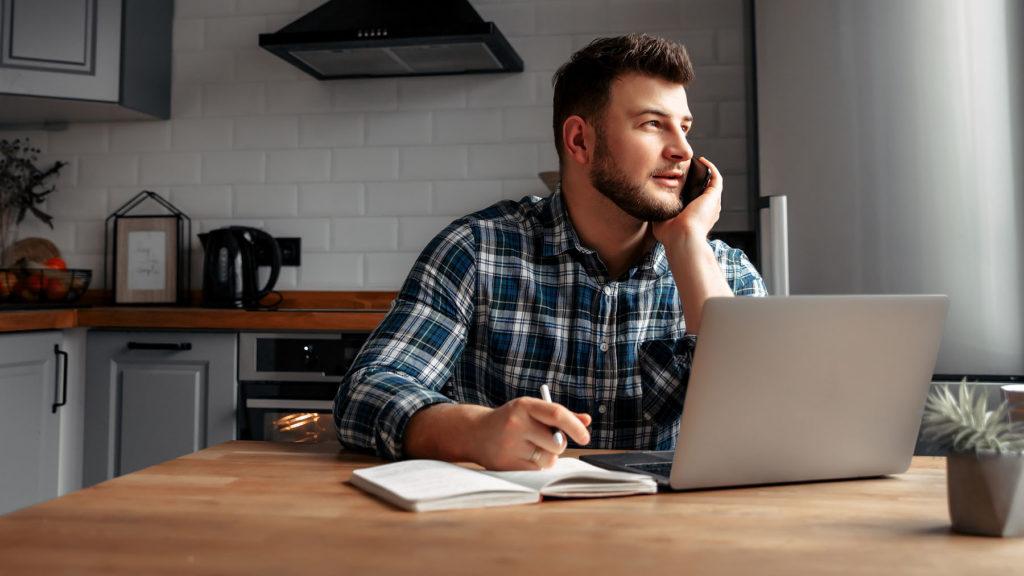 Pulsmätningar ger chefer koll på distansarbetande medarbetares välmående och engagemang.