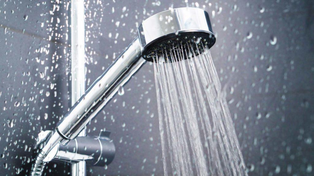 Dusch med vattenstrålar