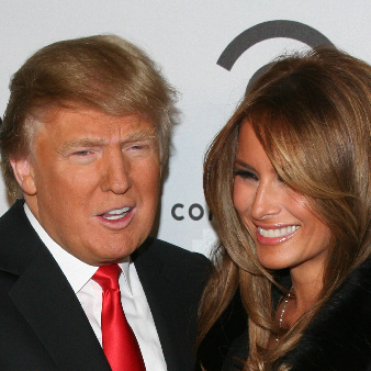 Med sin fru Melania Trump, affärskvinna, designer och tidigare fotomodell. Paret gifte sig 2005.