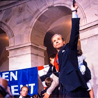 Biden kandiderar till att bli det demokratiska partiets presidentkandidat i 1988 års presidentval. Ett val där senare republikanen George H.W. Bush från Texas vinner över demokraten Michael Dukakis.