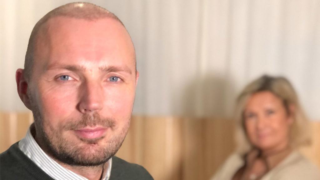 Jarno Vanhatapio och Cissi Elwin i Chefs poddstudio; Chef Dilemma