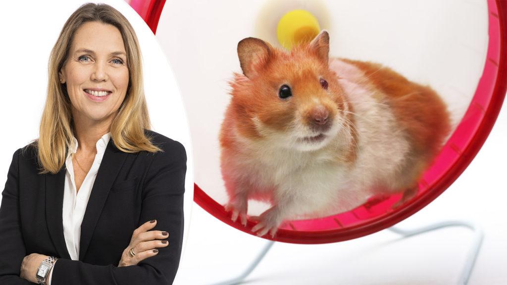 """Bromsa chefernas hamsterhjul när ni tar klivet in i det nya normala. """"Många verksamheter har inte rutiner som håller för en digital värld"""", varnar Lena Wepplinger, Head of Content & Experts, på Simployer."""
