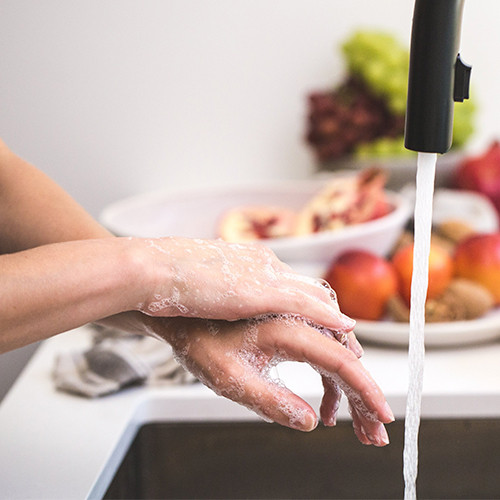 Noggrann handtvätt på jobbet