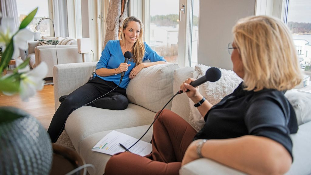Lisa Gunnarsson och Cissi Elwin under inspelningen av podden Chef Dilemma