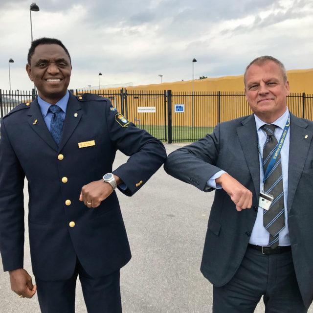 Covid-hälsning med Kriminalvårdens gd, Martin Holmgren, på besök på anstalten i Kumla.