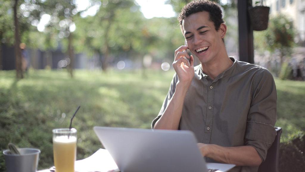 Unga, högutbilade män känner sig trygga på arbetsmarknaden
