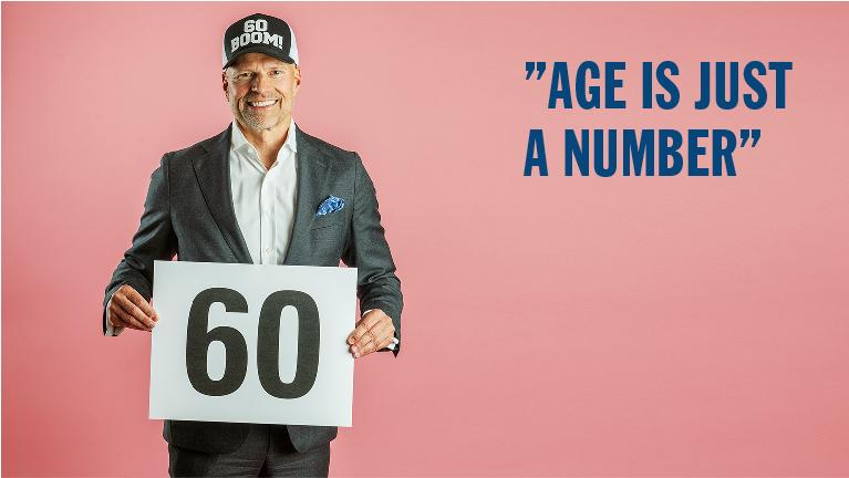 Eirik Winter och skylt med siffran 60.