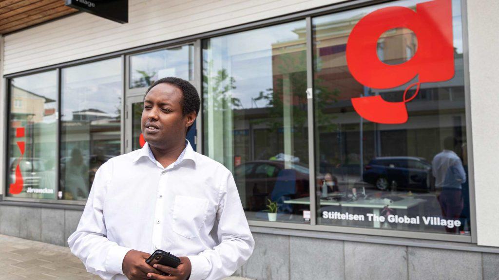 Ahmed Abdirahman utanför stiftelsens kontor.