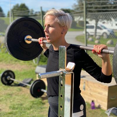 Jennie Claesson tackar sin lyckliga stjärna för att hon började med styrketräning precis innan pandemin bröt ut. Det har hjälpt henne hålla fokus och må bra.